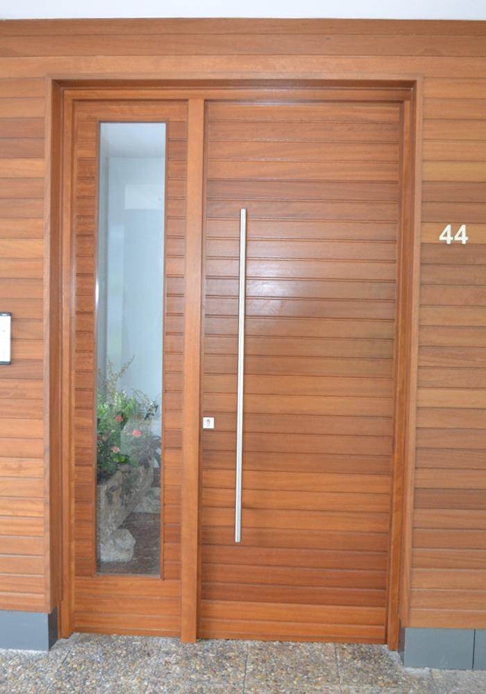 Puerta exterior a medida puertas itxi fabricamos for Puertas de madera maciza exterior